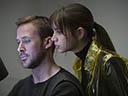 Pa asmeni skrejošais 2049 - Jared Leto , Sallie Harmsen